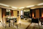 Обеденная зона в номере категории Banyan Suite